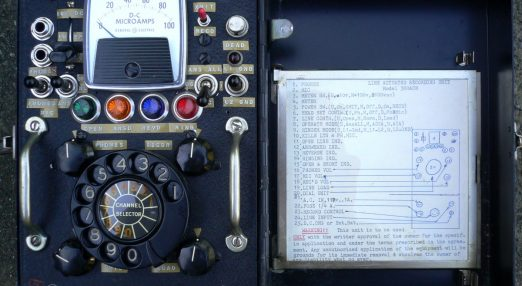 An image of an old phone machine.